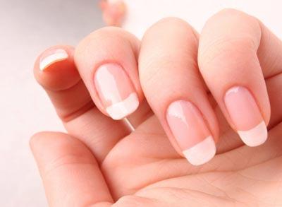 Ногти человека – зеркало его здоровья. Ровные ногти розового цвета отражают стабильные обменные процессы и слаженную работу внутренних органов, а неровные, слоящиеся, тусклые ногтевые пластины, наоборот, свидетельствуют о проблемах со здоровьем, наличии хронических заболеваний.