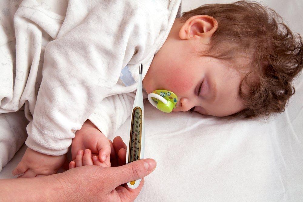 При какой температуре давать Нурофен ребенку и с чем чередовать жаропонижающее средство