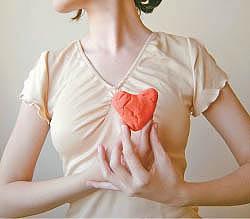 Среди других причин развития пороков клапанов сердца отмечаются ишемия сердца, инфаркты миокарда, болезнь мышцы сердца, сифилис, повышенное артериальное давление, нарушение структуры соединительной ткани.
