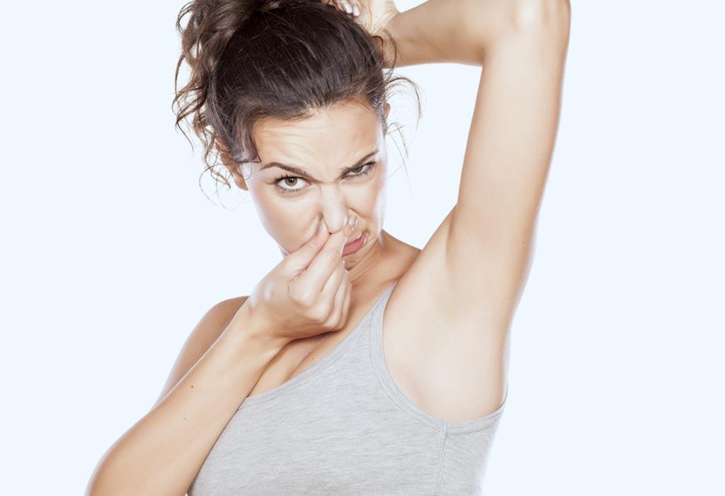Все средства от пота можно условно разделить на две большие группы: дезодоранты и антиперспиранты.