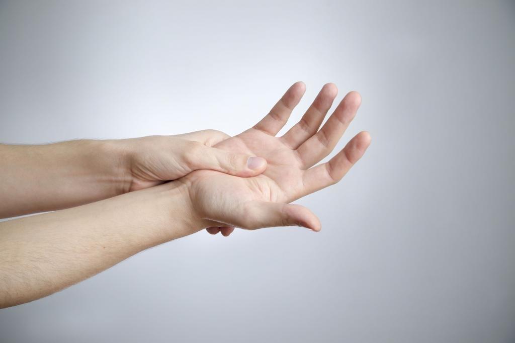 Если не сгибаются пальцы на руках